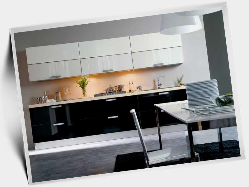 Чёрно белая кухня